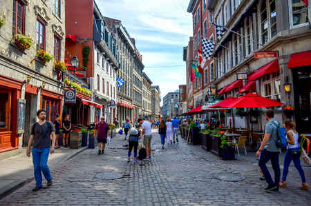 Montreal, Canada - June 15, 2017: Popular St Paul street in the Old Port. People can be seen around. Reklamní fotografie - 85593797
