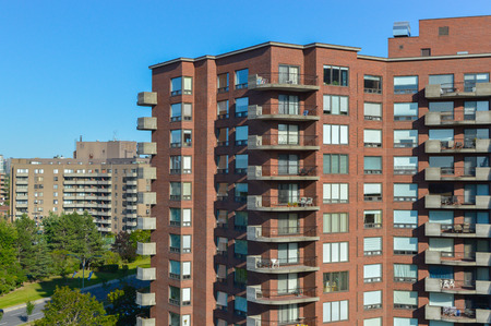 ville: Modern condo buildings in Cote Saint-Luc, Canada