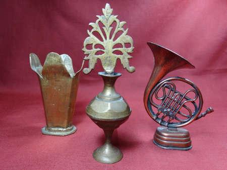 fondo cafe: Maquinaria de colecci�n de Malasia y utensilio sobre fondo marr�n Foto de archivo