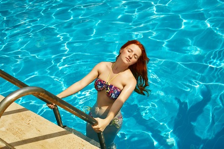 woman relaxing by swimming pool Stock fotó - 93716606