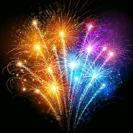 fuegos artificiales: Brillantes coloridos fuegos artificiales contra el cielo oscuro