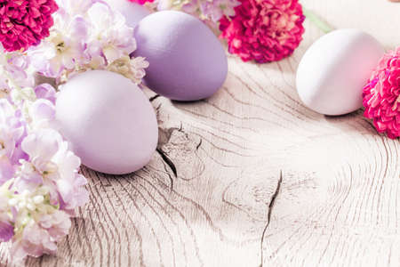 easter flowers: Easter decoration with eggs and spring flowers on wood background