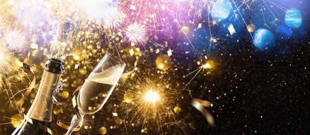 New Year's fireworks with glasses of champagne. Holiday background Standard-Bild