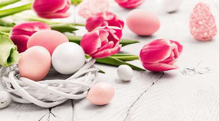 Decorazioni di Pasqua con i fiori Archivio Fotografico - 72634089