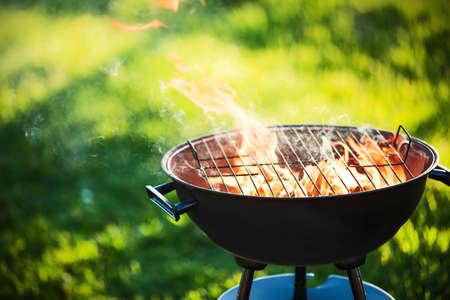 Grillplatz mit Feuer Lizenzfreie Bilder