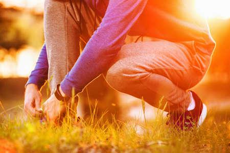 Läufer versuchen, laufende Schuhe immer bereit für den Lauf