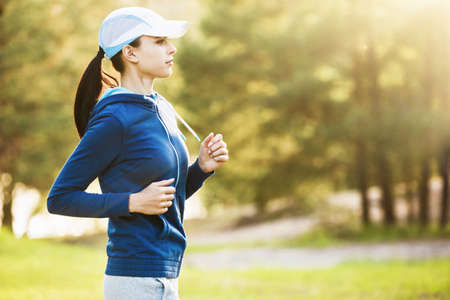 Junge Fitness Frau läuft Lizenzfreie Bilder