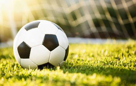 Closeup Fußball auf grünem Gras