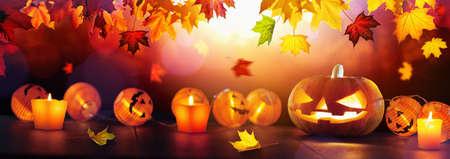 Autumn Background With Halloween Pumpkins and Leaves Standard-Bild - 107597691