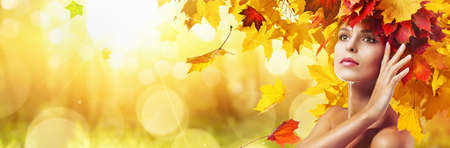 Beautiful High Fashion Woman In Autumn With Falling Leaves Over Nature Background Standard-Bild - 107941444