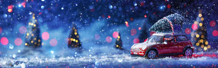 fondo de invierno con el coche rojo y el árbol de navidad sobre un fondo de bosque cubierto de nieve de invierno
