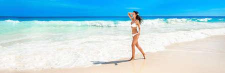 Happy Woman on the Beach of Ocean. Summer Vacation Standard-Bild - 116011989