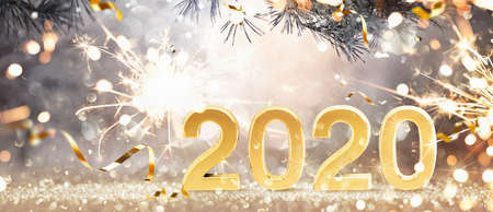 Happy New Year 2020. Golden Background with Sparklers and Confetti Stockfoto
