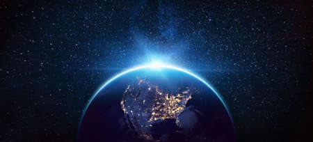 Planeta Ziemia Ameryka Północna z kosmosu w nocy.