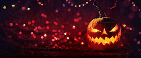 Halloween Pumpkins Glowing In Fantasy Night. Jack OLantern Holiday Horror Background Standard-Bild