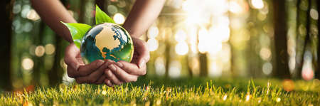 Green Planet in Your Hands. Save Earth. Environment Concept Standard-Bild