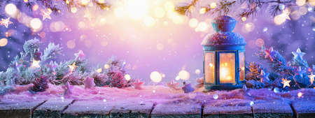 Christmas Decorations With Candles On a Snowy Background Standard-Bild