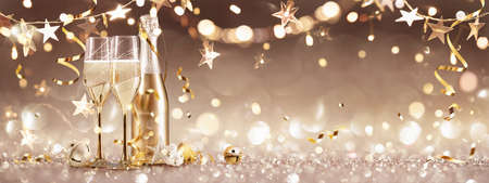 New Years Eve Celebration Background with Champagne and Confetti. Golden Holiday Party Standard-Bild