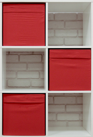 Modern bookshelves with red accent with a background of white brick wall 版權商用圖片