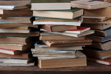 the piles of books on the table. book background. Imagens