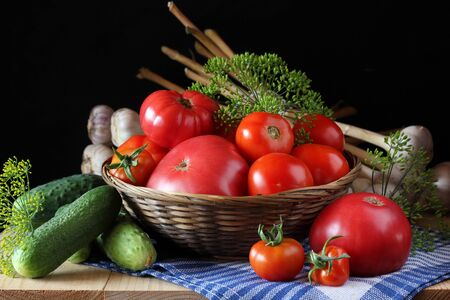 vegetables on the table: cucumbers and tomatoes, dill and garlic. cuisine, summer harvest. Zdjęcie Seryjne