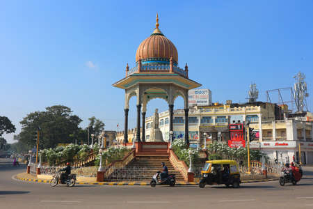 Statue of Nalvadi Krishna Raja Wodeyar, Krishna Raja circle. Mysore, India, 24 dec 2017 Stock Photo - 92899701