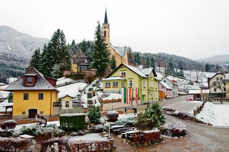 PREIN SUR LE RAX / AUTRICHE - 17 FÉVRIER. Village alpin Prein sur la Rax (allemand: Prein an der Rax) le 17 février 2014. Basse-Autriche. Banque d'images - 75518170
