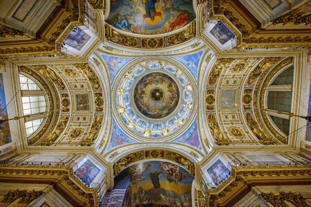 sobor: SAINT PETERSBURG, RUSSIA - JUNY 30, 2017. Interior of the Saint Isaac Cathedral (Isaakievskiy Sobor) - the largest Russian Orthodox cathedral in the city Saint Petersburg, Russia