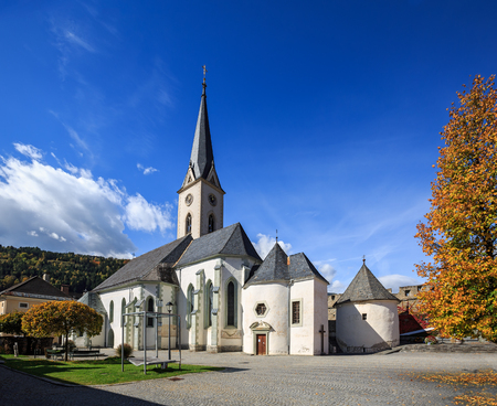 Hstorical center of Gmuend with the gothic parish church. Gmuend in Kaernten,  district of Spittal an der Drau, federal state of Carinthia,  Austria Stock Photo