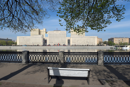 A building of the Ministry of Defence in Khamovniki District on the Frunzenskaya embankment. Moscow, Russia. 報道画像