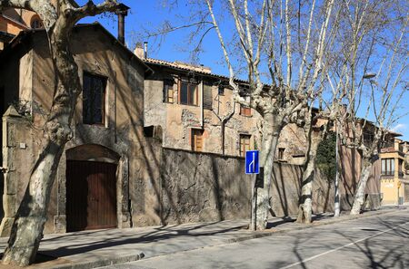 Historical town centre. Old house on the street Ramla del Bisbat. Town of Vic, province of Barcelona, Catalonia, Spain. Banco de Imagens