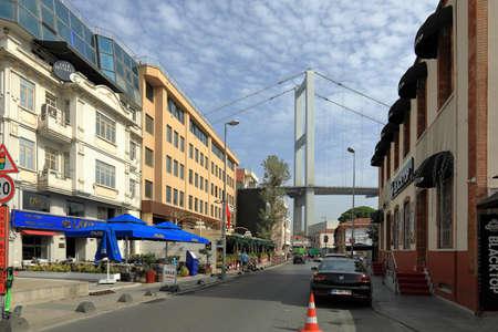 ISTANBUL, TURKEY - OCTOBER 06, 2020. View of Bosphorus bridge, seen from Muallim Naci street. Ortakoy neighborhood, Besiktas district, city of Istanbul, Turkey. 報道画像