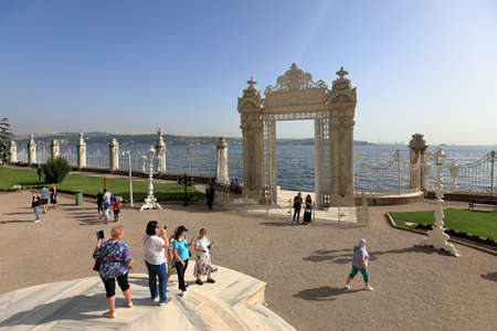 ISTANBUL, TURKEY - OCTOBER 06, 2020. Dolmabahce Palace. Interior view of the Gate to the Bosporus. Besiktas district, city of Istanbul, Turkey. 報道画像