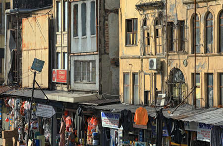 ISTANBUL, TURKEY - OCTOBER 06, 2020. Street market and dilapidated residential houses in the commercial quarter Karakoy in the Beyoglu district of Istanbul, Turkey. 報道画像