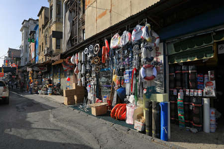 ISTANBUL, TURKEY - OCTOBER 06, 2020. Street market and dilapidated houses in the commercial quarter Karakoy in the Beyoglu district of Istanbul, Turkey. 報道画像
