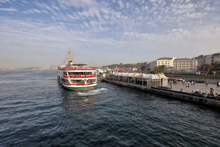 ISTANBUL, TURKEY - OCTOBER 06, 2020. Cruise ship on the Golden Horn, as seen from the Galata Bridge. View of the Ferryboat terminal. Eminonu district, city of Istanbul, Turkey. 報道画像