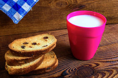 glass of milk, pastries on wood background 免版税图像
