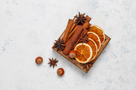 Mulled wine spices in wooden box on light background 版權商用圖片