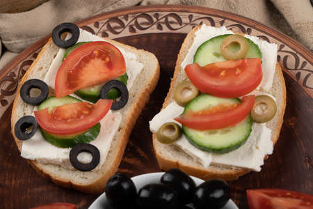 Mini sandwiches with fresh vegetables.