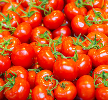 energy needs: real organic tomatoes at market stall Stock Photo