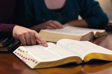 Jong stel het Woord van God samen studeren