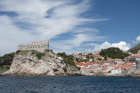 defend: Fortress Lovrijenac (San Lorenzo) built to defend the city of Dubrovnik