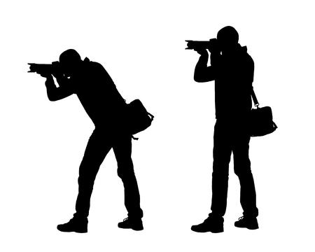 Illustrazione realistica delle siluette di un fotografo dell'uomo con la macchina fotografica e la borsa. Vettore isolato su sfondo bianco