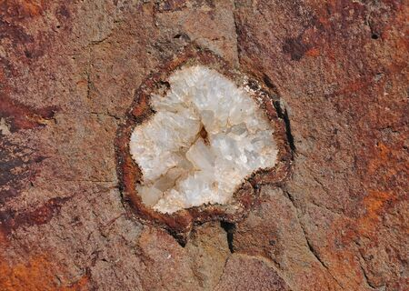 inclusions: Agate cluster in the host rock