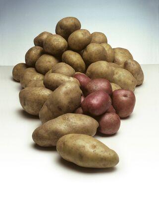 ジャガイモの様々 なタイプの山 写真素材 - 5865701