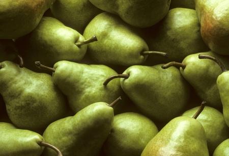 pomme: Fresh green Bartlet pears fill frame
