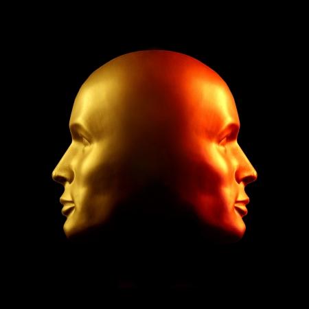 esquizofrenia: Dos Caras cabeza de la estatua de oro frente a uno, el otro rojo. Foto de archivo
