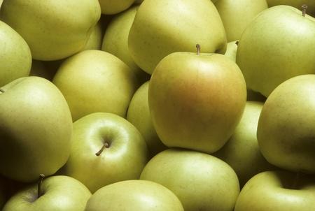 golden apple: Pile of yellow Golden Delicious apples