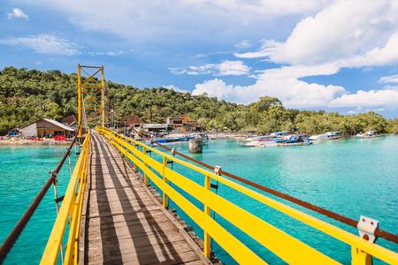 Tropical island in Indonesia, ocean and yellow bridge. Foto de archivo