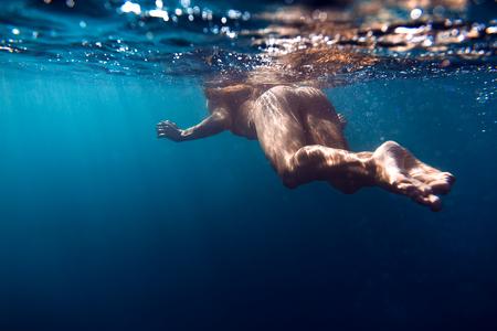 Vrouw met perfect lichaam. Onderwater weergave
